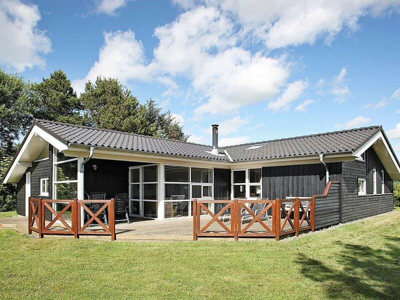 Modern Holiday Home with Sauna in Lønstrup, casa vacanza a Lonstrup