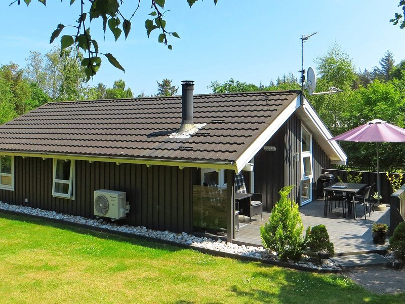 Spacious Holiday Home in Hals with Private Whirlpool, location de vacances à Hals