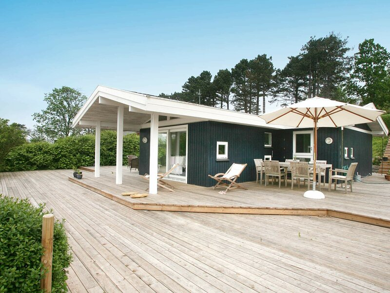 Splendid Holiday Home in Dronningmolle near Beach, holiday rental in Gribskov Municipality