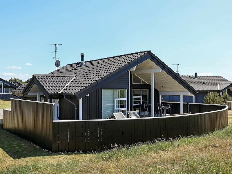 Stylish Holiday Home in Ringkøbing with Sauna, vakantiewoning in Vesterhede