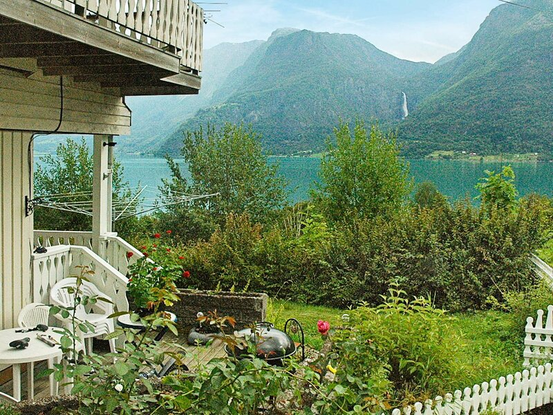 4 person holiday home in Høyheimsvik, holiday rental in Kaupanger