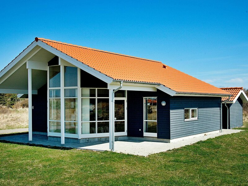 Modern Holiday Home in Ulfborg Jutland with Terrace, holiday rental in Vederso Klit