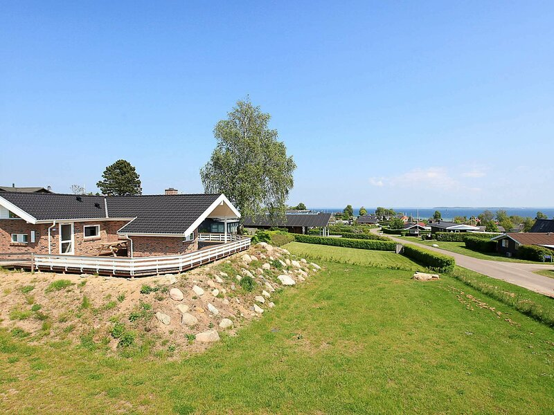 Spacious Holiday Home in Hejls Jutland with Sauna, holiday rental in Bjert