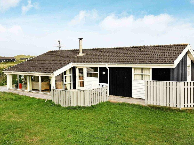 Modern Holiday Home in Lokken Jutland with Sauna, casa vacanza a Lokken