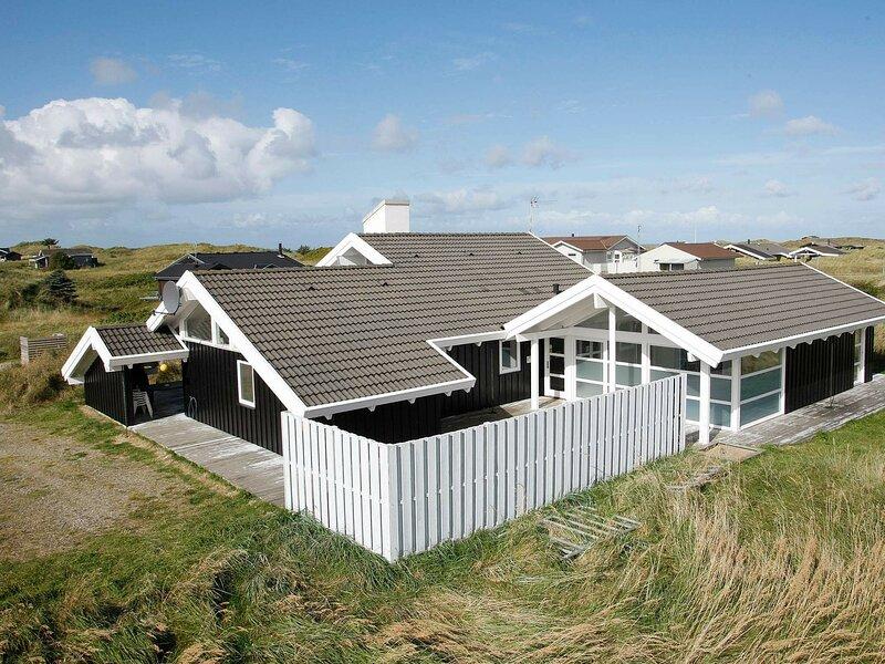 Expansive Holiday Home at Hirtshals with Private Pool, casa vacanza a Hirtshals