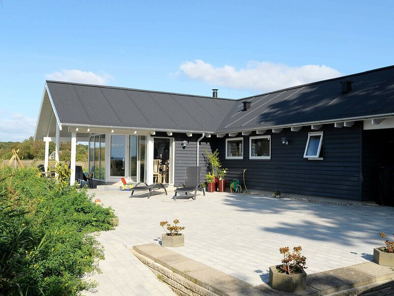 Expansive Holiday Home at Millinge with Indoor Whirlpool, holiday rental in Millinge