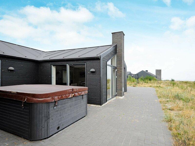 Spacious Holiday Home in Romo Jutland with Sauna, holiday rental in Ballum