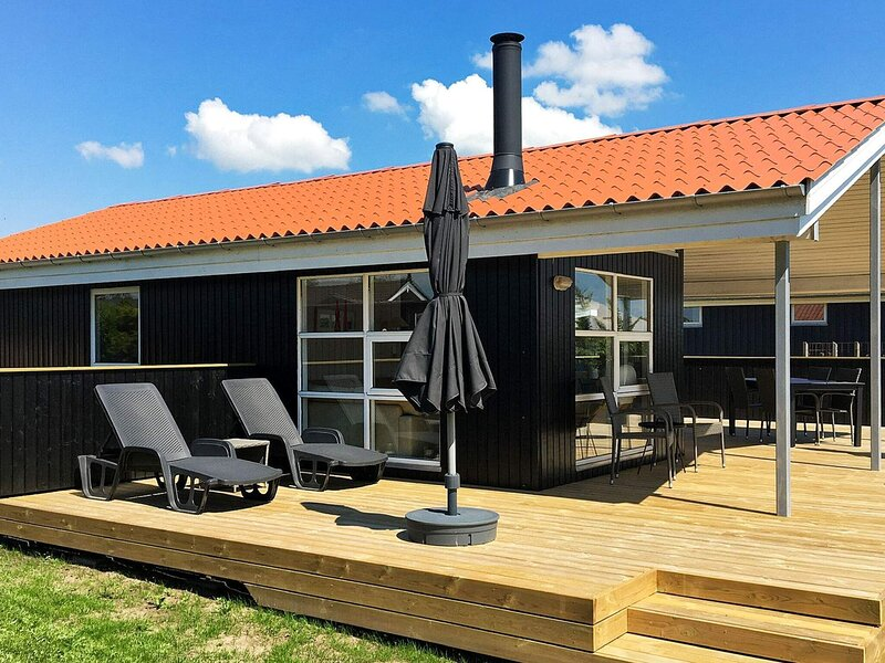 Comfortable Holiday Home with Sea View at Rønde Jutland, casa vacanza a Hornslet