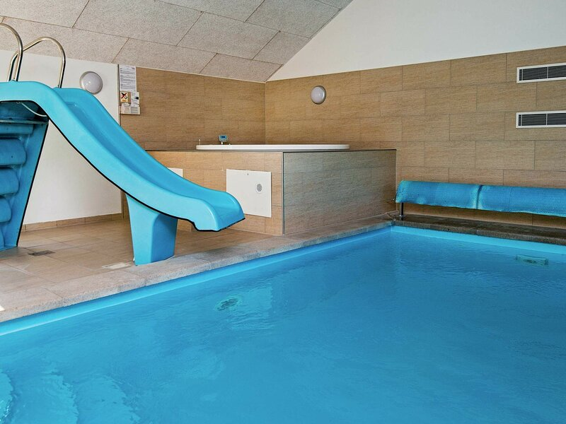 Luxurious Holiday Home in Ebeltoft with Indoor Pool, casa vacanza a Ebeltoft