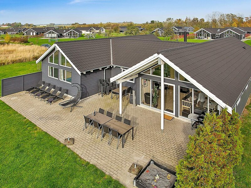 Luxurious Holiday Home with Indoor Pool in Væggerløse, alquiler vacacional en South Zealand