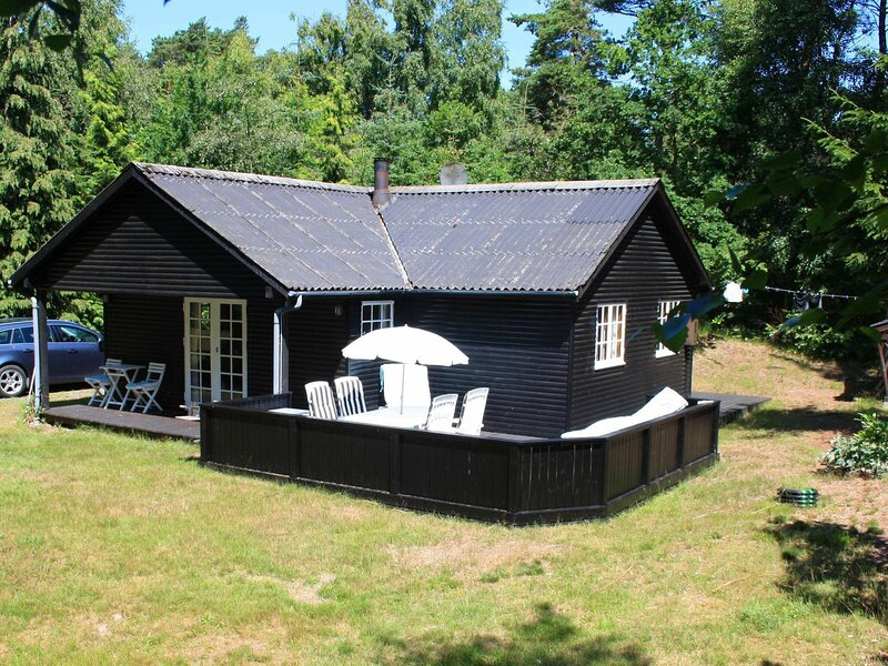 Cozy Holiday Home in Nexø with Roofed Terrace, holiday rental in Balka