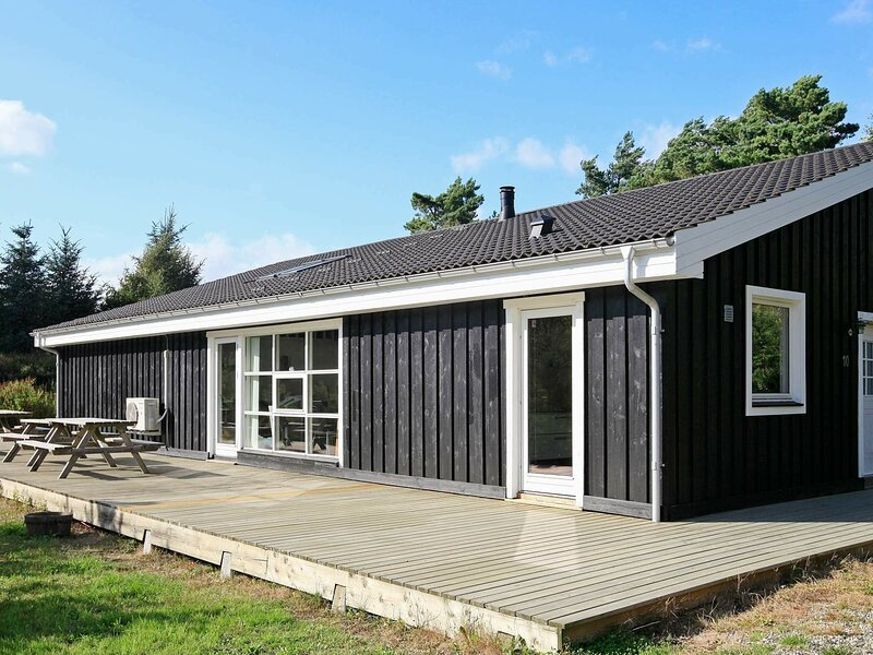 Luxurious Holiday Home in Hals with Sauna, vacation rental in Geraa