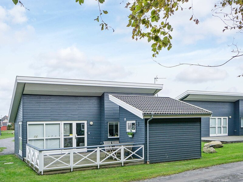 Modern Holiday Home in Gudhjem Denmark with Terrace, holiday rental in Hasle