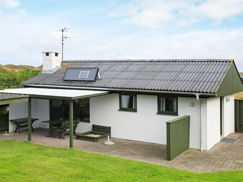 Vintage Holiday Home in Snedsted Jutland near Sea, holiday rental in Skyum