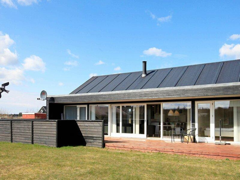 Modern Holiday Home in Brovst Jutland with Spa, alquiler vacacional en Fjerritslev