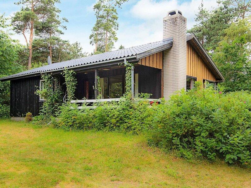 Charming Holiday Home in Ebeltoft Jutland with Garden, Ferienwohnung in Boeslum