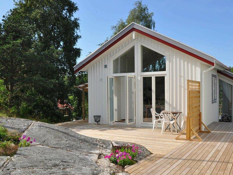 4 star holiday home in STENUNGSUND, alquiler vacacional en Stora Dyron