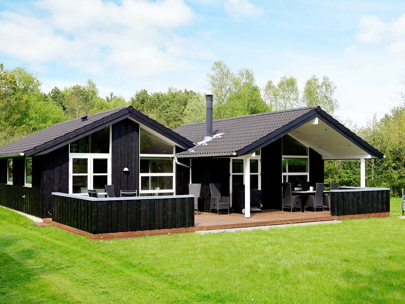 Vibrant Holiday Home in Jutland with Sauna, holiday rental in Hulsig
