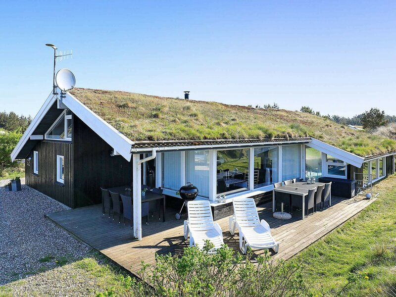 Gorgeous Holiday Home in Blokhus with Sauna, holiday rental in Pandrup