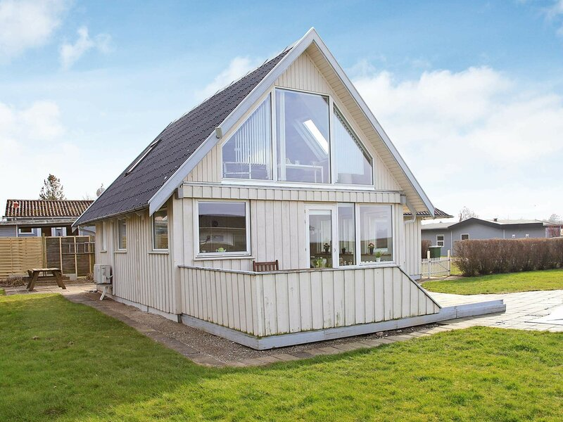 Spacious Holiday Home at Bogense Funen with Indoor Whirlpool, location de vacances à Brenderup