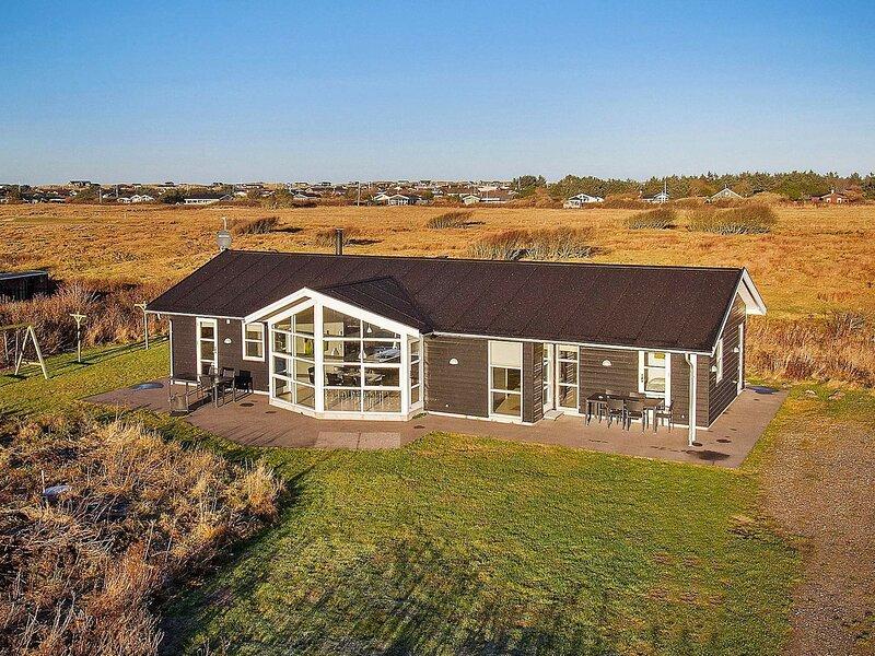 Modern Holiday Home in Lokken with Sauna, casa vacanza a Lokken