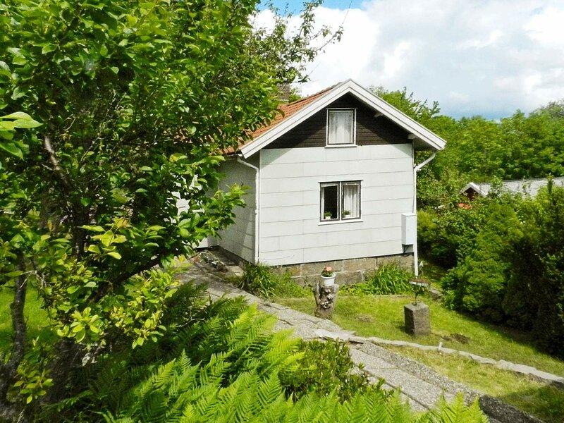 6 person holiday home in Brastad – semesterbostad i Fjällbacka