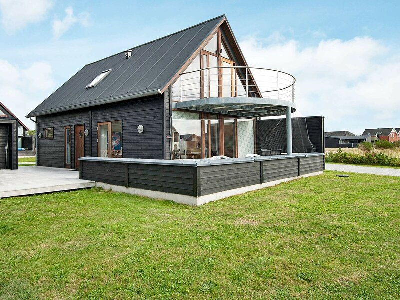 Attractive Holiday Home in Romo with Sauna, holiday rental in Ballum