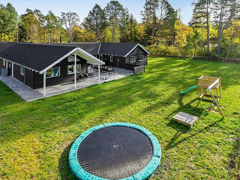 Attractive Holiday Home in Hovedstaden with Sauna, location de vacances à Kulhuse