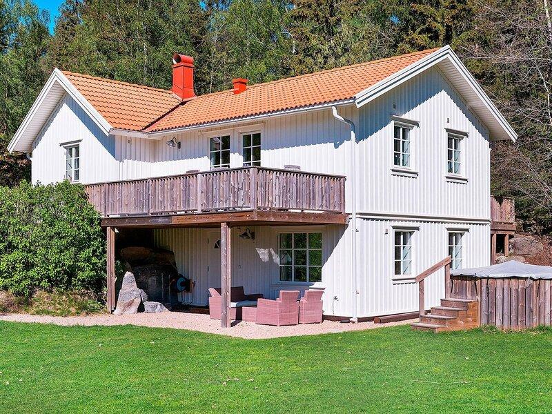 Attractive Home in Vejby with Garden – semesterbostad i Trollhättan
