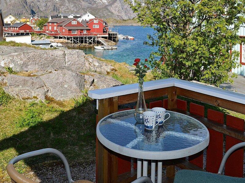 3 person holiday home in Henningsvær, location de vacances à Ballstad