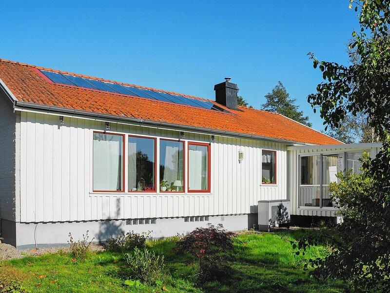 4 person holiday home in VAREKIL, location de vacances à Stenungsund