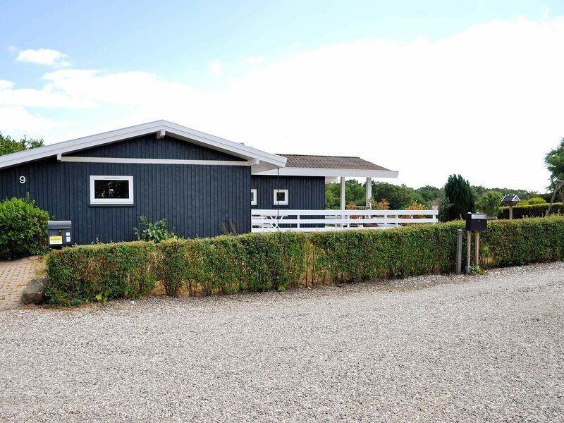 Cozy Holiday Home in Fredericia with Terrace, holiday rental in Egeskov