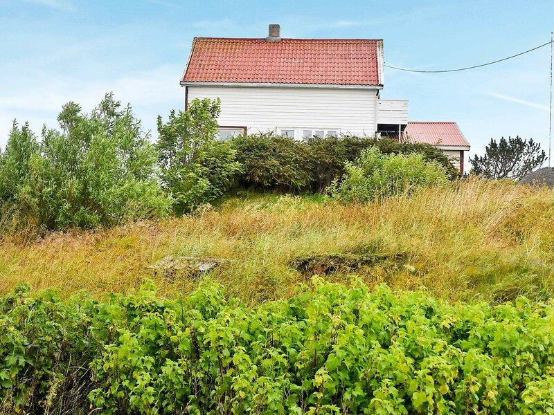 6 person holiday home in Dyrvik, alquiler de vacaciones en Trondelag