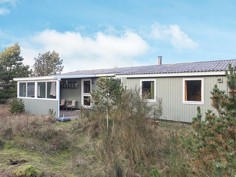 Stunning Holiday Home in Thisted with Roofed Terrace, holiday rental in Skyum