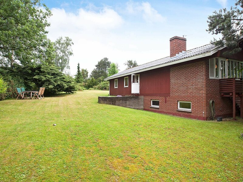 Lovely Holiday Home in Vejby with Terrace, holiday rental in Tisvildeleje