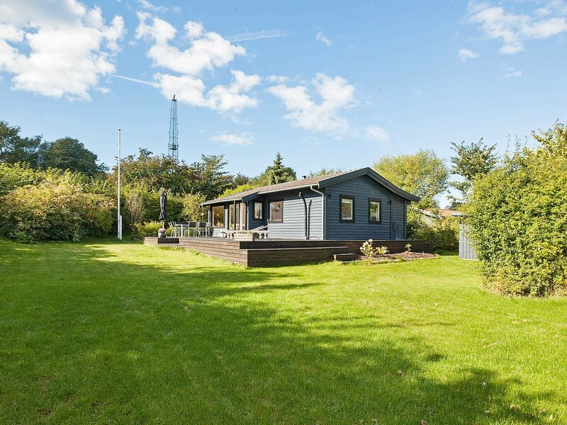 Pleasant Holiday Home in Vejby Denmark with Terrace, alquiler vacacional en Gribskov Municipality