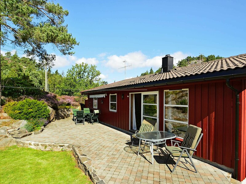 10 person holiday home in Tvedestrand, vacation rental in Arendal
