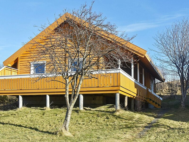 6 person holiday home in Aukra, holiday rental in Vestnes Municipality
