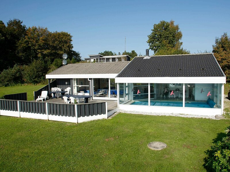 Exquisite Holiday Home in Ebeltoft with Swimming Pool, location de vacances à Femmoeller