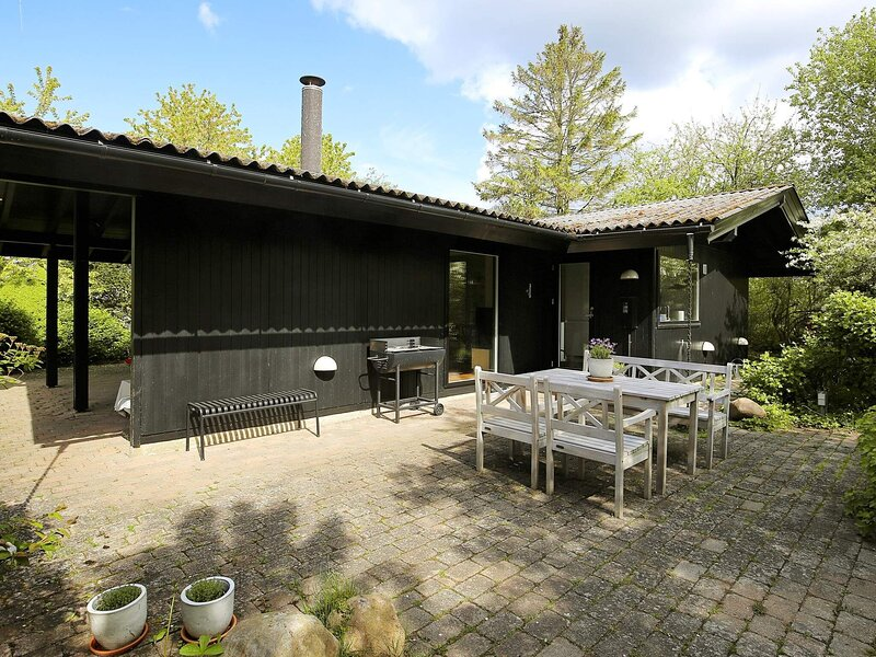 Tranquil Holiday Home in Hovedstaden with Terrace, holiday rental in Gilleleje