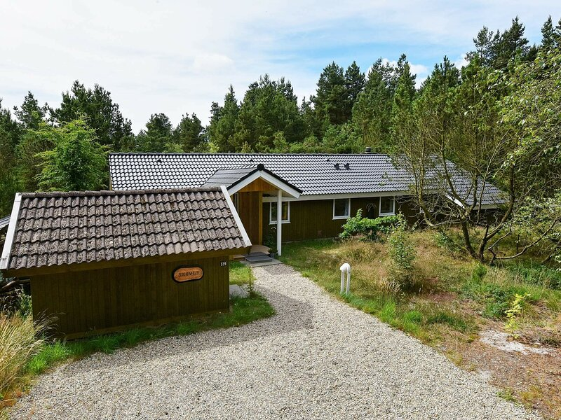 Gorgeous Holiday Home in Nørre Nebel with Jacuzzi, casa vacanza a Lonne