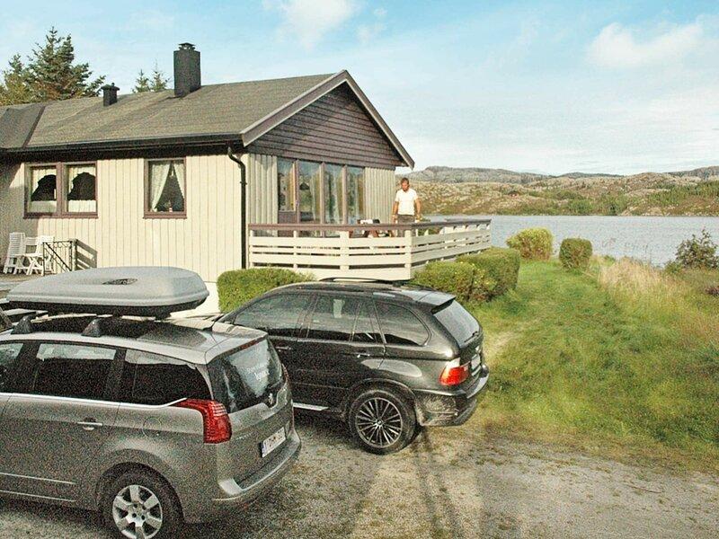 12 person holiday home in Kvenvær, alquiler de vacaciones en Trondelag