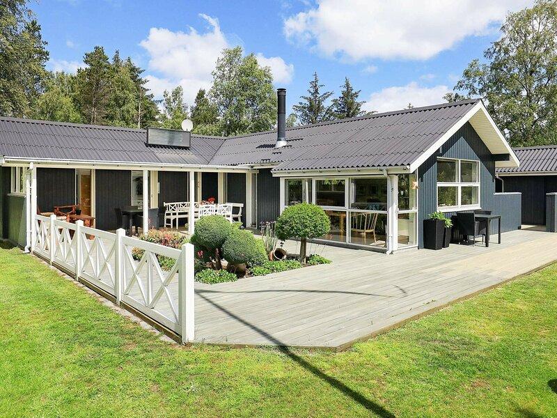 Elegant Holiday Home in Jerup near Sea, vacation rental in Bratten