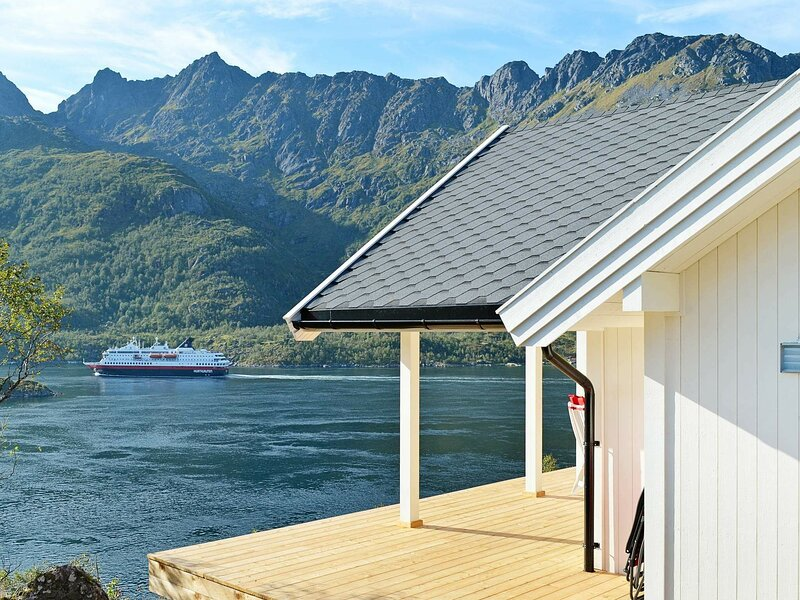 5 star holiday home in Tengelfjord, holiday rental in Lofoten Islands