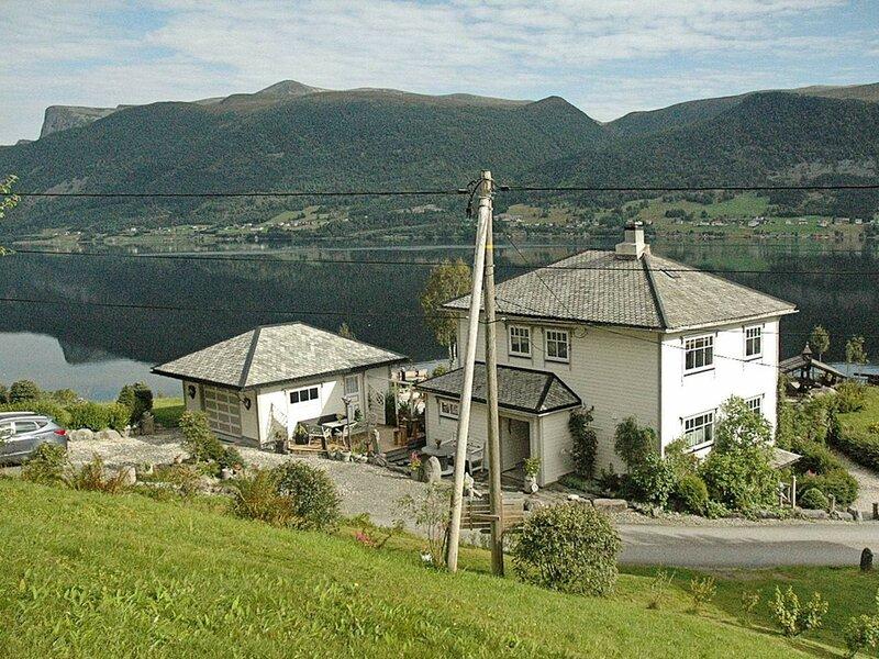 4 star holiday home in Syvde, location de vacances à Nordfjordeid
