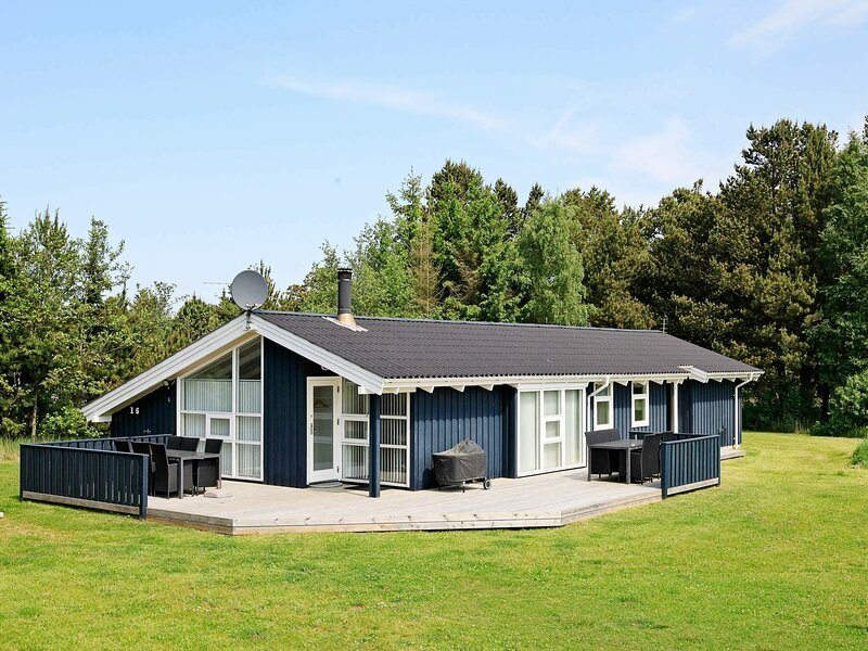 Luxurious Holiday Home in Jerup with Jacuzzi and Sauna, vacation rental in Bratten