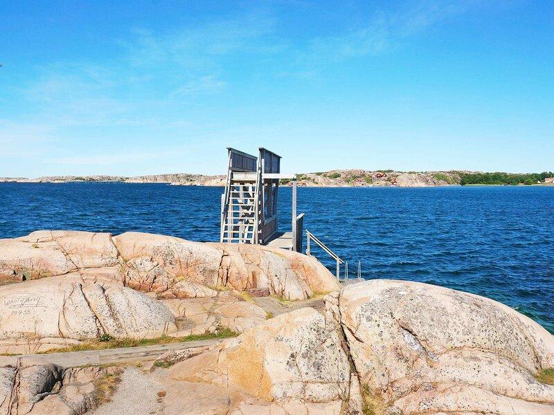 4 person holiday home in HAMBURGSUND – semesterbostad i Fjällbacka