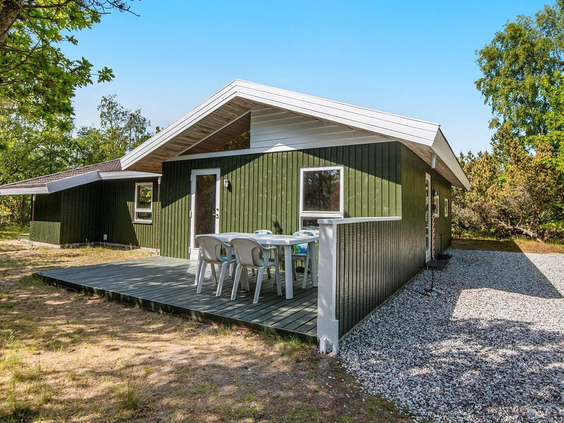 Modern Holiday Home in Glesborg Close to Beaches, holiday rental in Fjellerup Strand