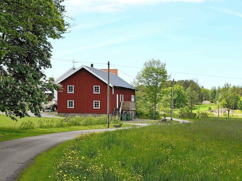 5 person holiday home in VAREKIL – semesterbostad i Tjörn