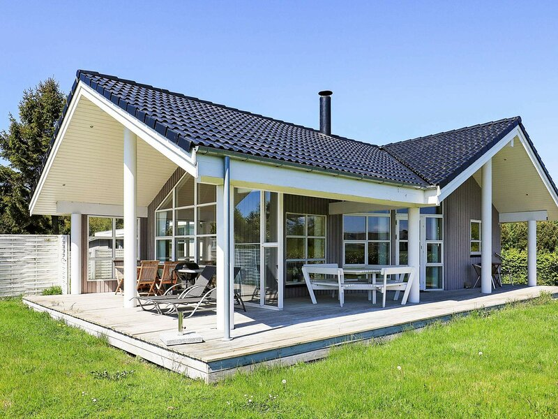 Peaceful Holiday Home in Stubbekøbing With Small Sea View, holiday rental in Vordingborg Municipality